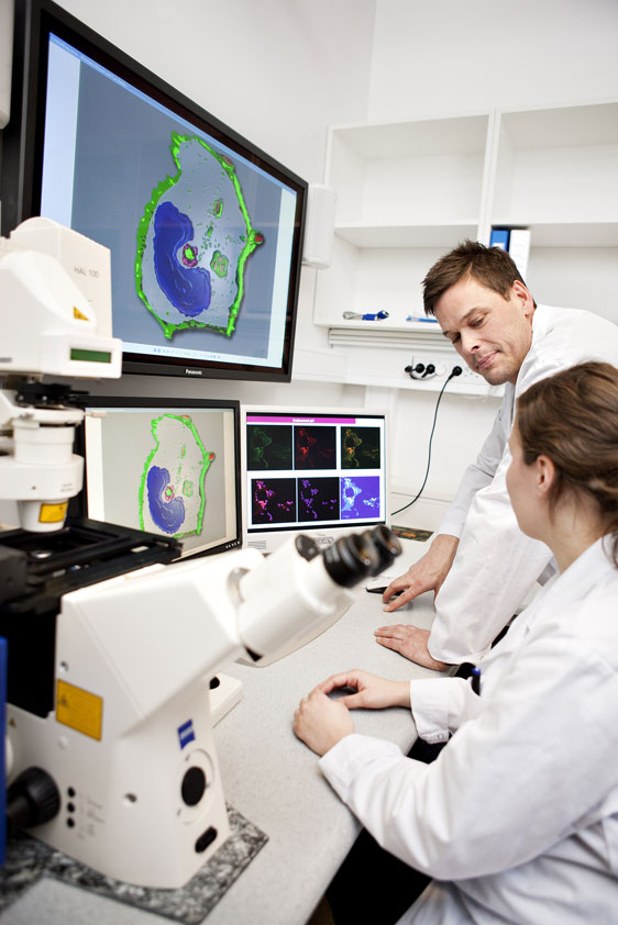 Confocal-, Live cell- and high through put imaging lab (Photo: Geir Mogen)