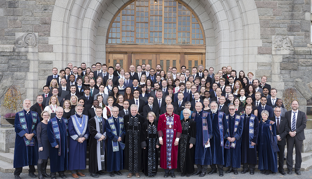 Doctorates, Honorary Doctorates, Rector, Pro-Rectors and Deans in front of NTNU's Main Building