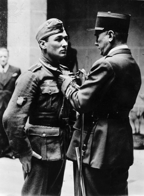Awarding honours to French soldier/ 1942. Photo: akg-images / Universal Images Group