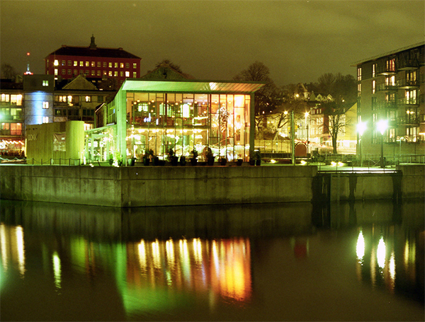 Dokkhuset at night