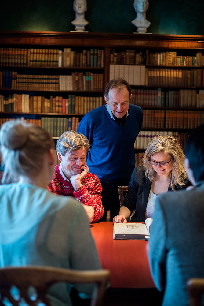 Research group meeting at the Gunnerus Library in Trondheim. Photo.