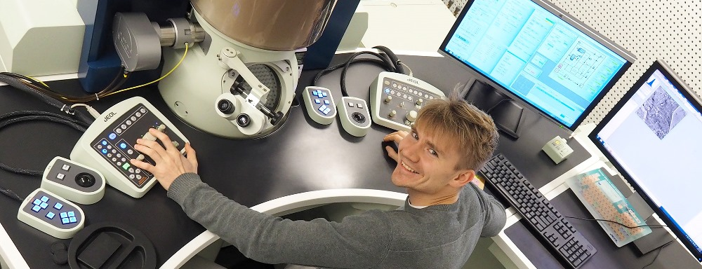 PhD candidate Jonas Sunde with the Transmission electron microscope (TEM)