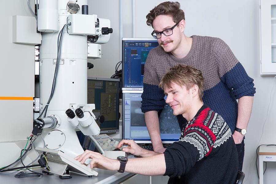 Researchers in the TEM lab. Photo