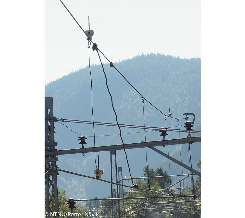 Some of the sensor mounted on the catenary at Hovin Station. Photograph by NTNU/Petter Nåvik.