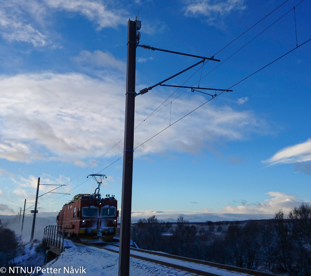 Train running past Fokstua on the Dovre railway line, Norway. Photograph by NTNU/Petter Nåvik.