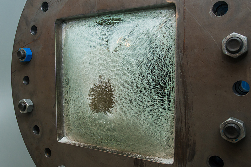 Laminated window after the shock wave hit. Photo: Øyvind Buljo, NTNU