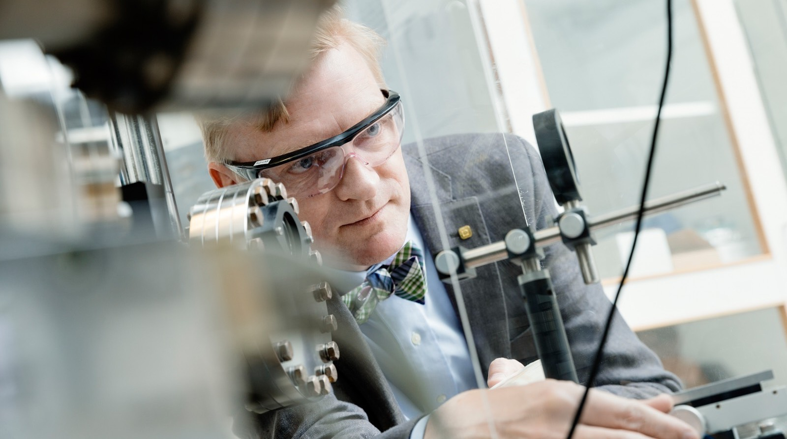 Photo of person working in the PLD-lab
