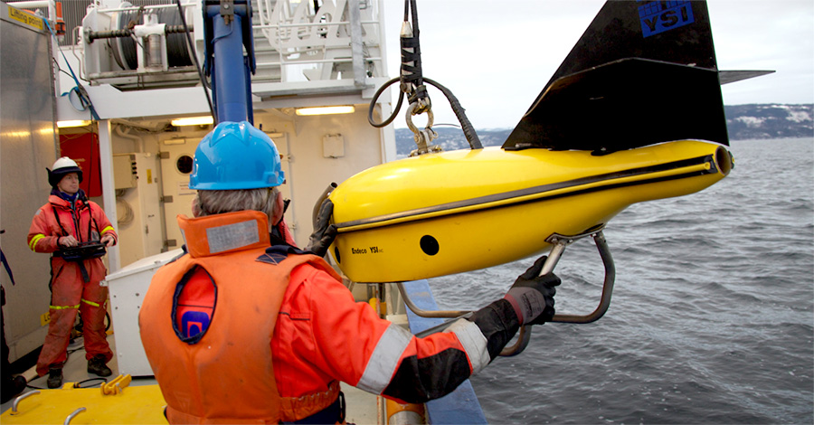 Unmanned underwater vehicle on Gunnerus R/V