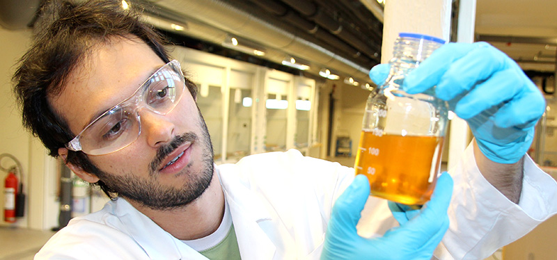 Diego Pinto at the lab for CO2 capture at the Department of Chemical Engineering. Photo: Per Henning/NTNU