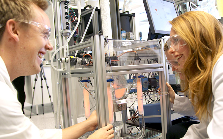 Students at the Department of Biotechnology and Food Science. Photo: Per Henning/NTNU