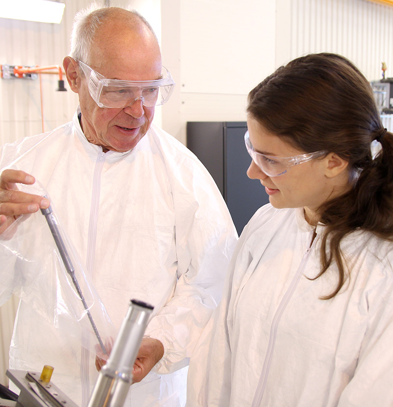 Professor Lars Arnberg demonstrating instruments to a master student in the solar cell lab.