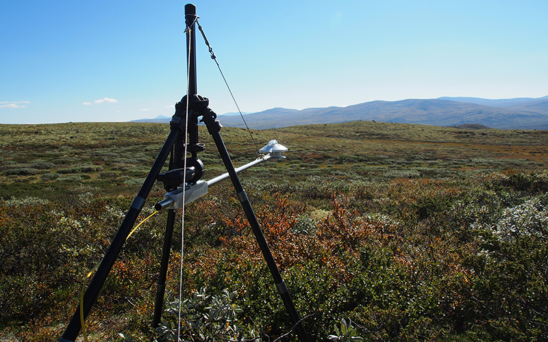 Albedometer (Kipp & Zonen) mounted on tripod at shrub-dominated site. Photo