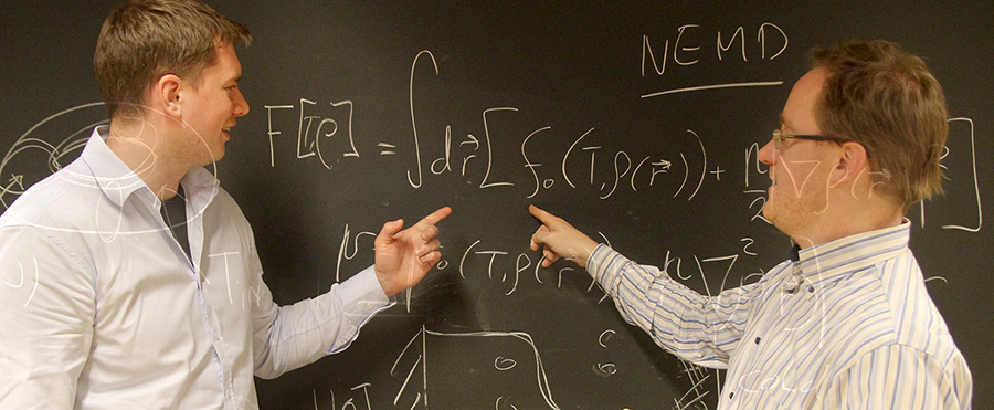 Øyvind Wilhelmsen and Titus van Erp analysing equations. Photo
