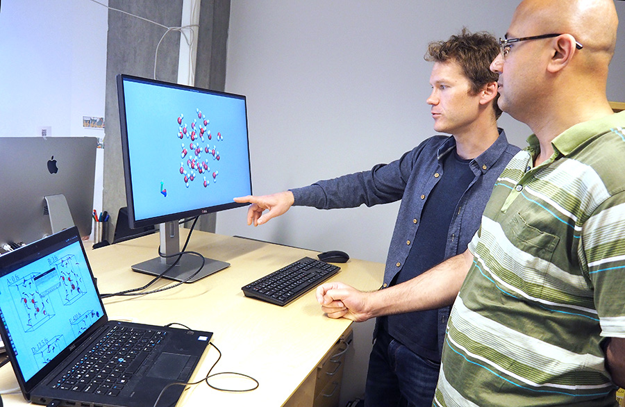 Anders Lervik and Vishwesh Venkatraman are looking at a model. Photo