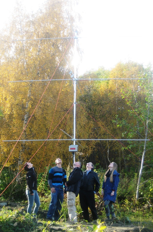 The research group under one of the SKiYMET meteor radar receiver antennas. Photo: Rob Hibbins