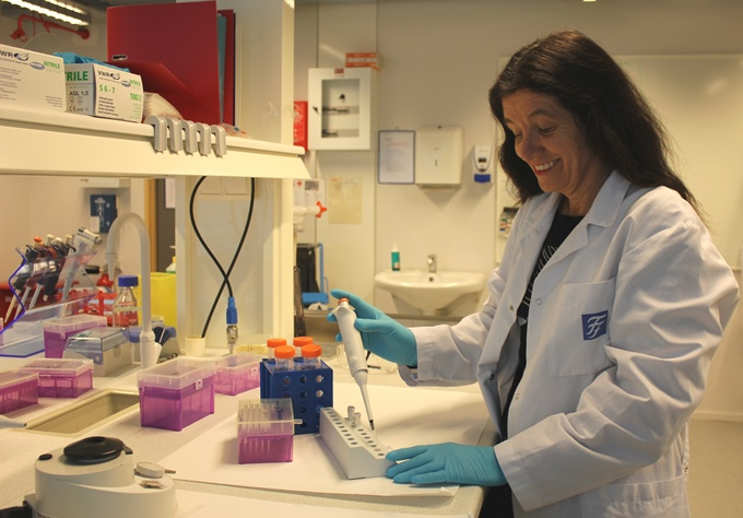 Catharina Davies in the laboratory. Photo: Irene Aspli