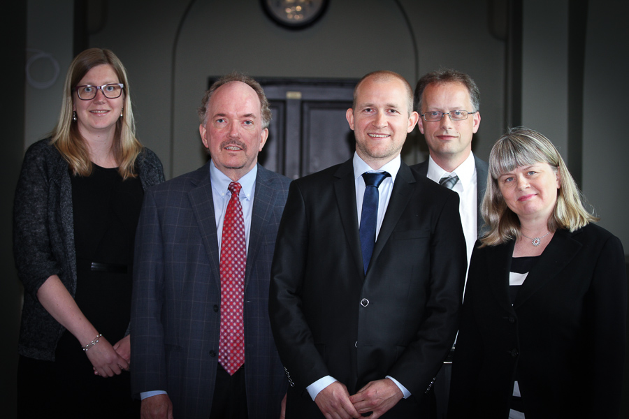 The candidate, supervisor and committee. Photo: IØT