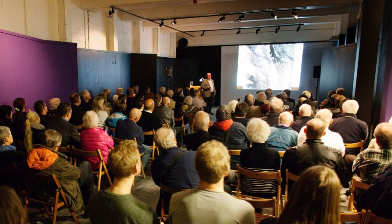 Photo of the audience during a talk at Dora library