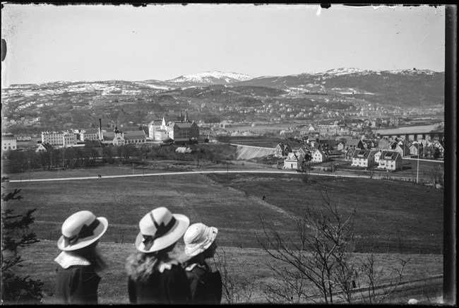 A view of what is today's NTNU campus at Gløshaugen, and Trondheim