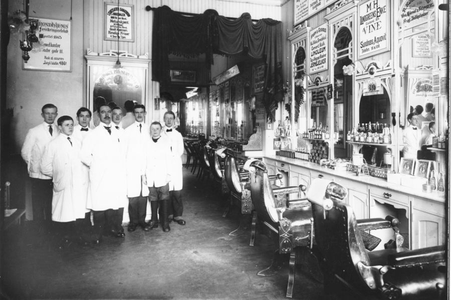 Employees at a barber shop in Trondheim, 1919