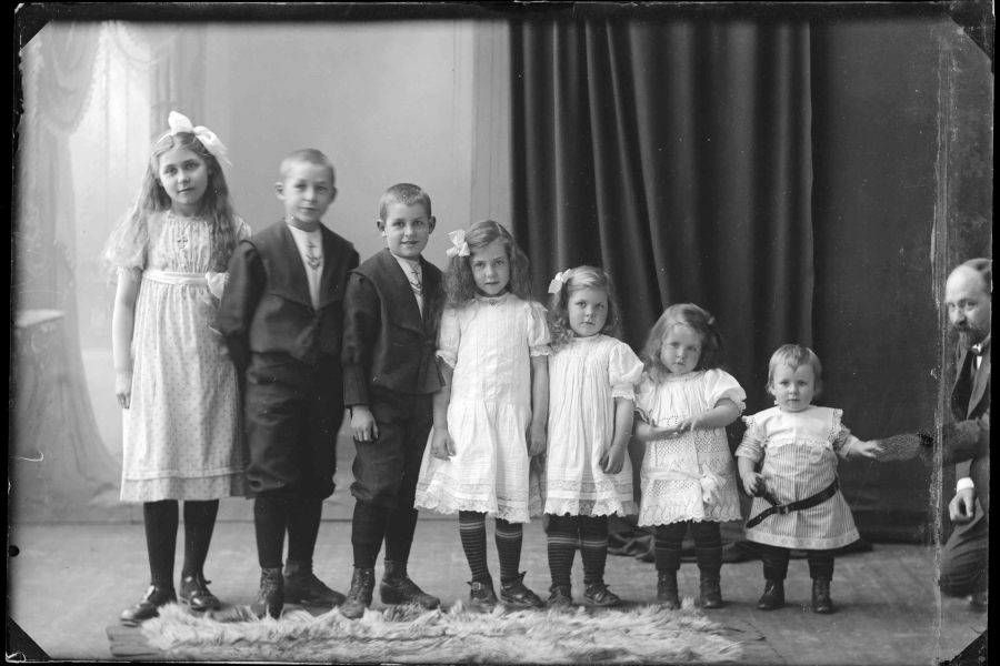 Seven siblings - girls and boys - at the photographer, 1911.