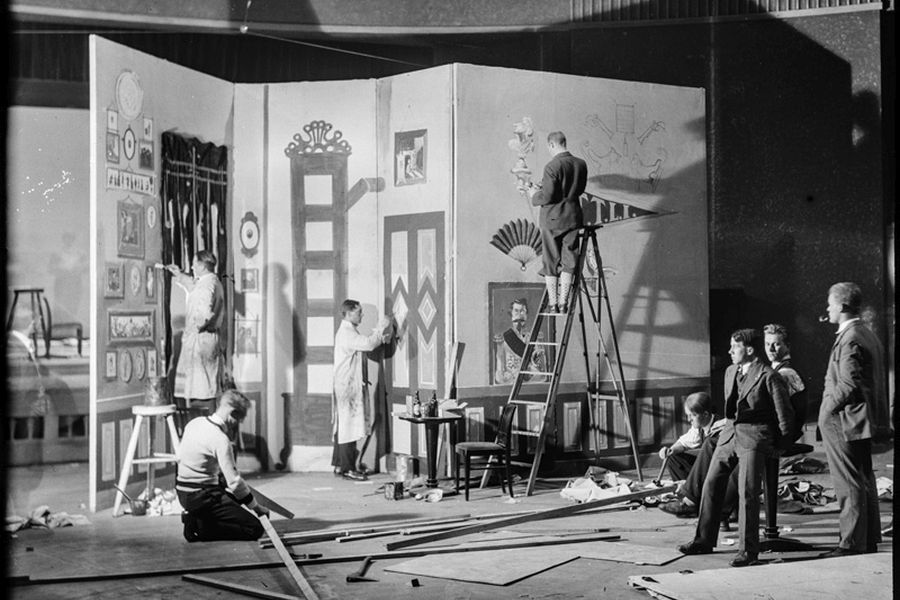 "Students making backddrop for the student show ""Mammon-Ra"" in 1931."