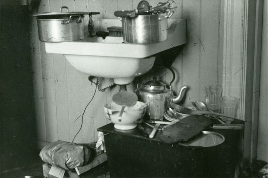 A sink with saucepans and other kitchen equipment at a small dorm,  Vollabakken, Trondheim, 1949