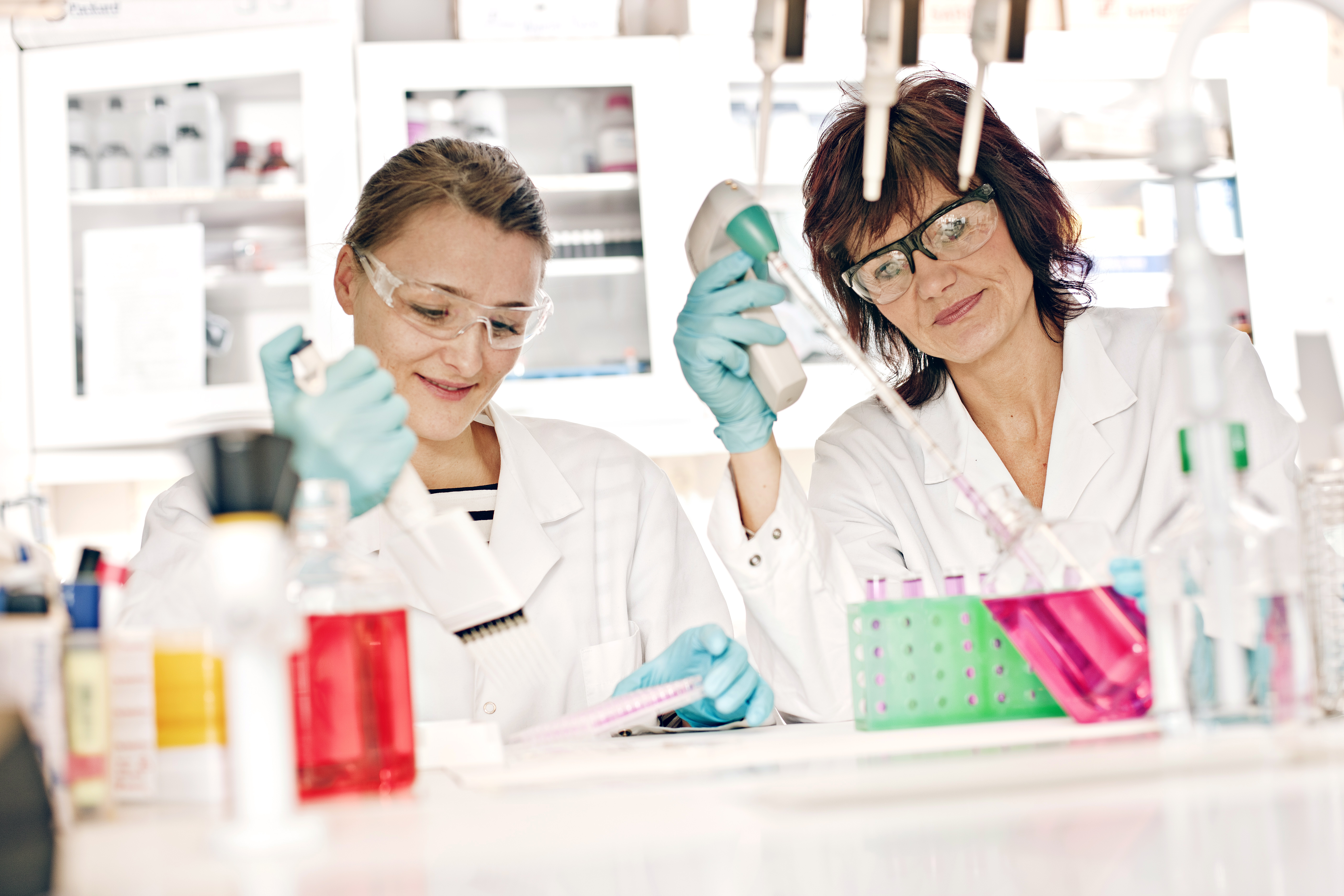 Student and supervisor in the laboratory at NTNU