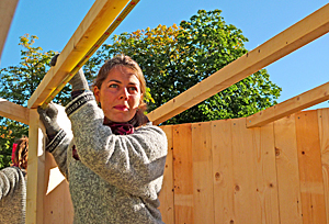 A student who is building. Photo: NTNU/Ole Tolstad