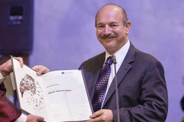 Doctor honoris causa and Professor Bruce Alan Beutler