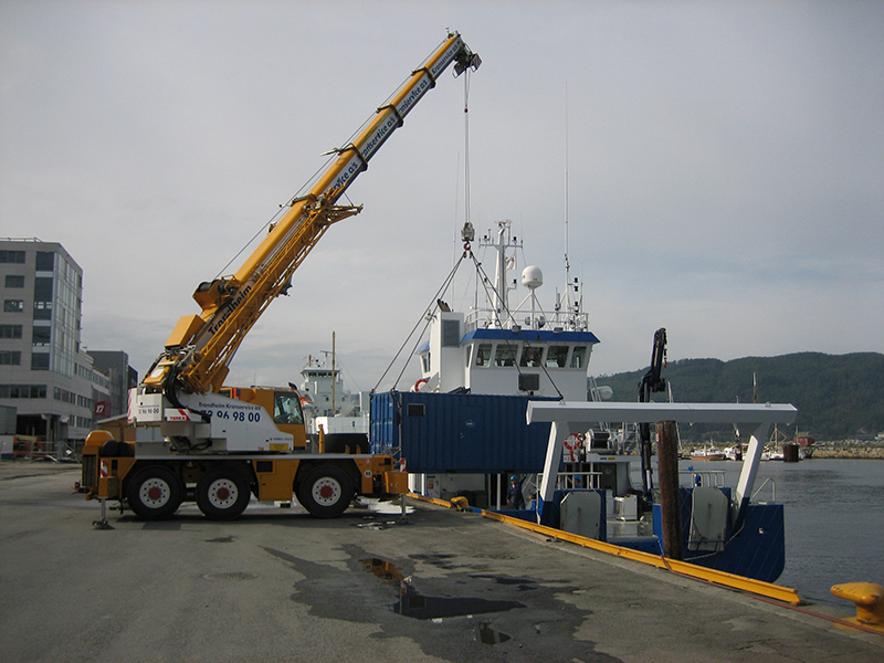 Mobilisation of 20ft ROV container.