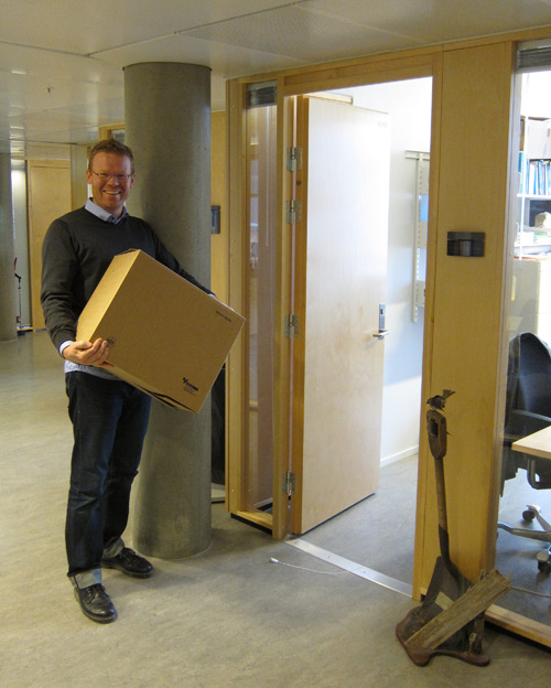 Dr. Henrik Pärn is moving into his new office in the CCB wing in Realfagbygget.