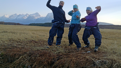 Malene Dimmen, Ane Myhre and Nina Myhr celebrate after completing the fieldwork in the Austbø population